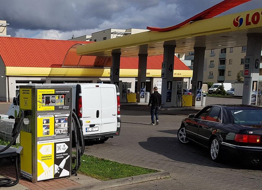 Wielofunkcyjny odkurzacz parowy na stacji paliw w Szczecinie