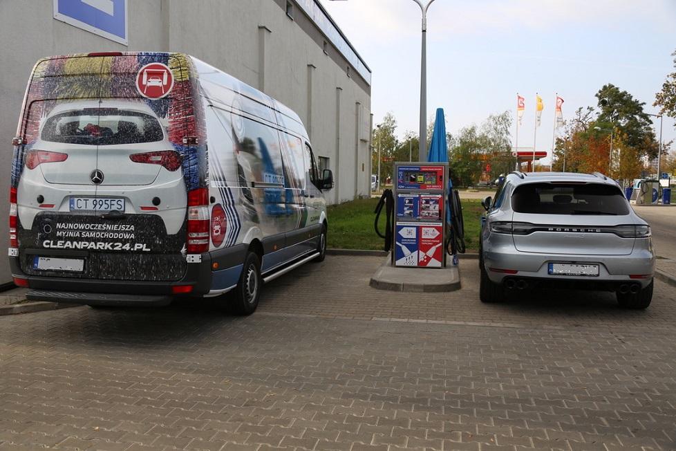 Pranie tapicerki na myjni samochodowej w Toruniu