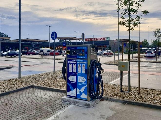 Kolejna stacja benzynowa rozszerza swoje usługi o dezynfekcję samochodów