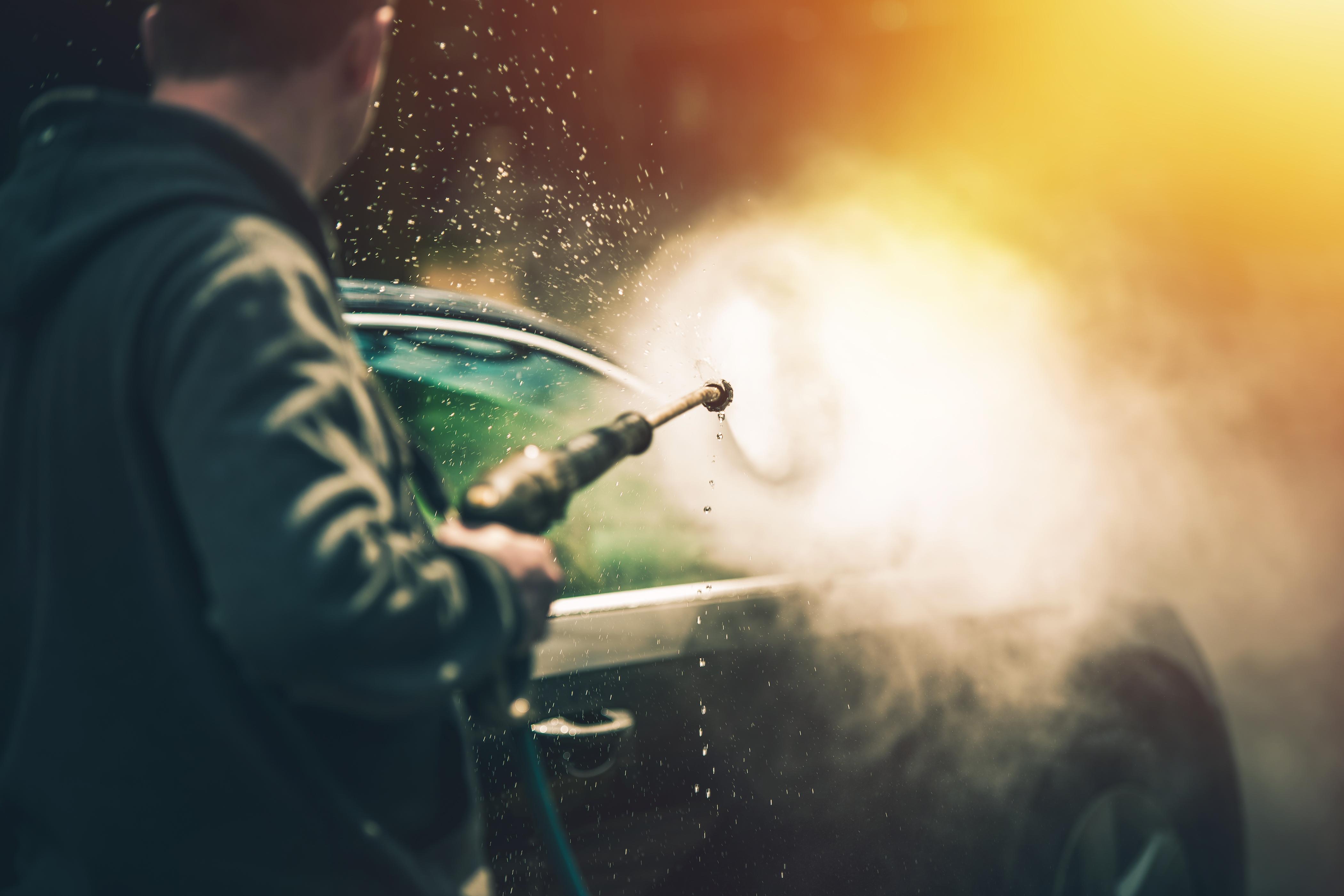 Usuwanie soli i piasku z karoserii