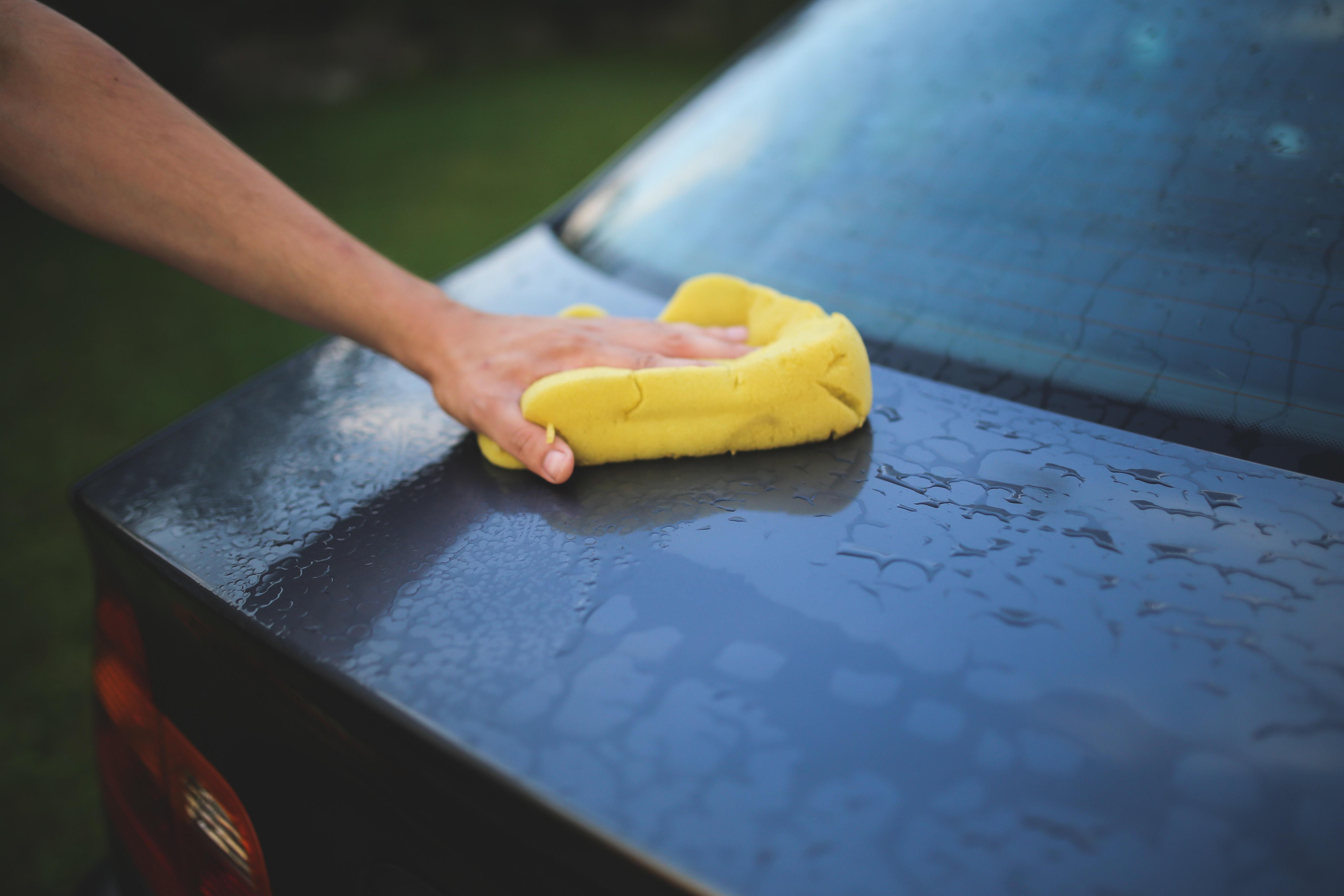 Najczęstsze błędy popełniane podczas mycia Twojego samochodu!